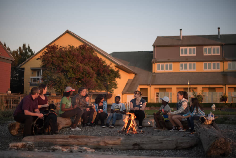 Making s'mores is one of our favorite kid-friendly activities at Semiahmoo Resort in Washington State, a top PNW vacation destination #pnw #firepit #semiahmoo #semiahmooresort #washingtonstate