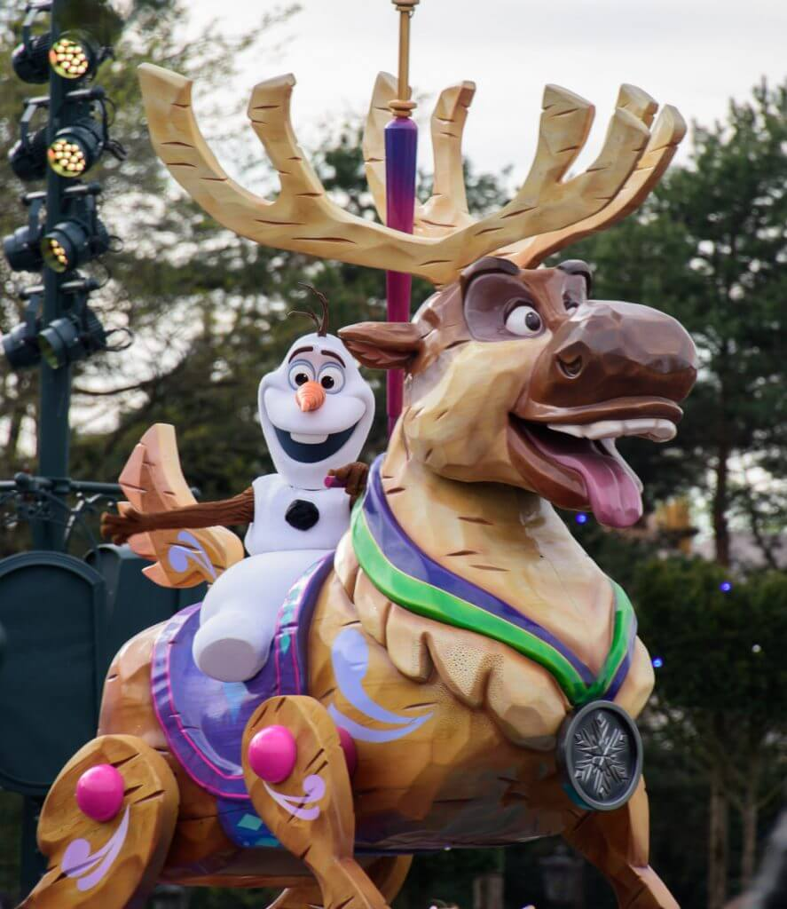 Olaf and Sven at Disneyland Paris