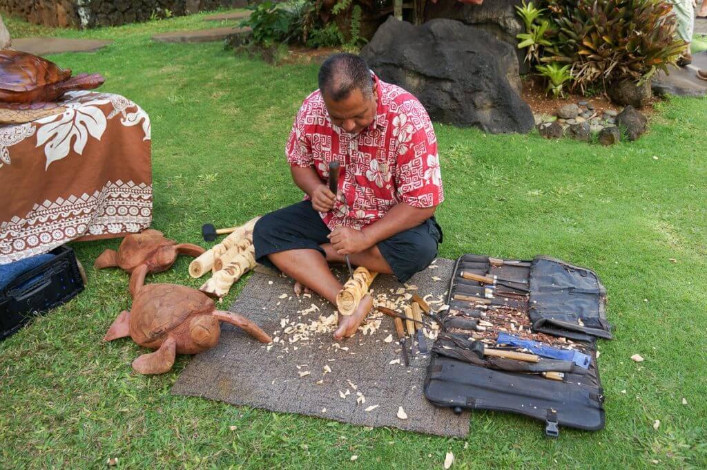 Photo of a Hawaiian artisan at Luau Kalamaku near Gaylords on Kauai