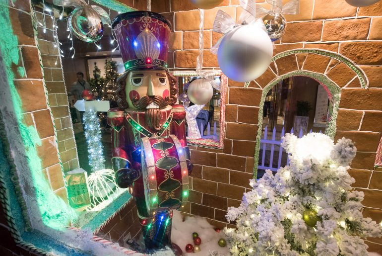 5 Seattle Holiday Experiences to Add to Your Family Winter Traditions featured by top Seattle blogger, Marcie in Mommyland