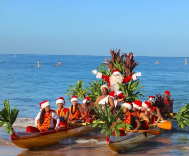 The Best Experiences for Families Celebrating the Holidays in Hawaii featured by top Seattle family travel blog, Marcie in Mommyland: Santa arriving on Maui for Christmas