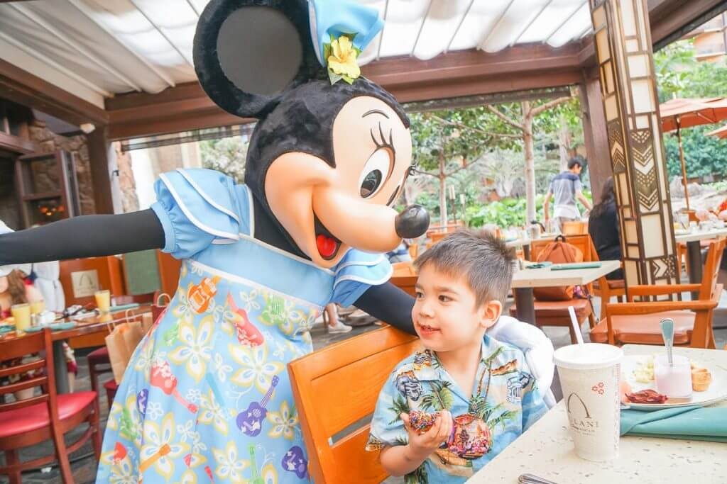 Minnie Mouse at Aulani Character Breakfast on Oahu with Kids.