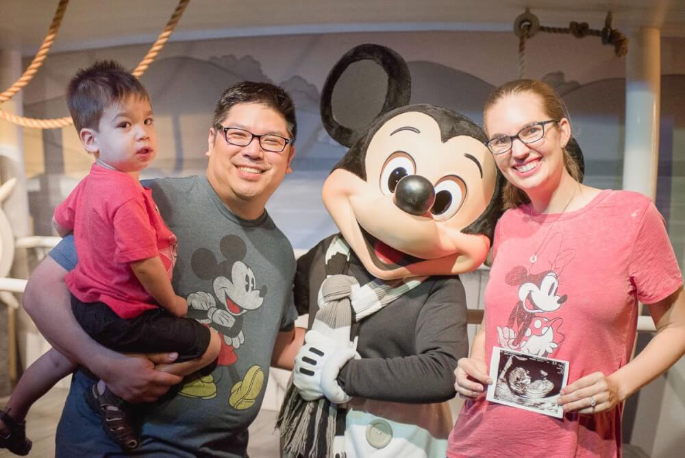 9209707b2fbe9 Ultimate Guide to Disneyland While Pregnant + Disney Maternity Photo ...