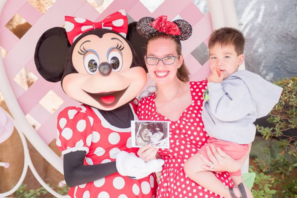 3285f8ea039 Ultimate Guide to Disneyland While Pregnant + Disney Maternity Photo Tips