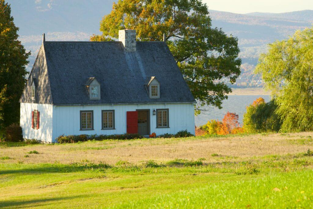 Photo of a farm house in Ile d'Orleans, just outside of Quebec City. #explorecanada #quebecregion #familytravel #farmhouse
