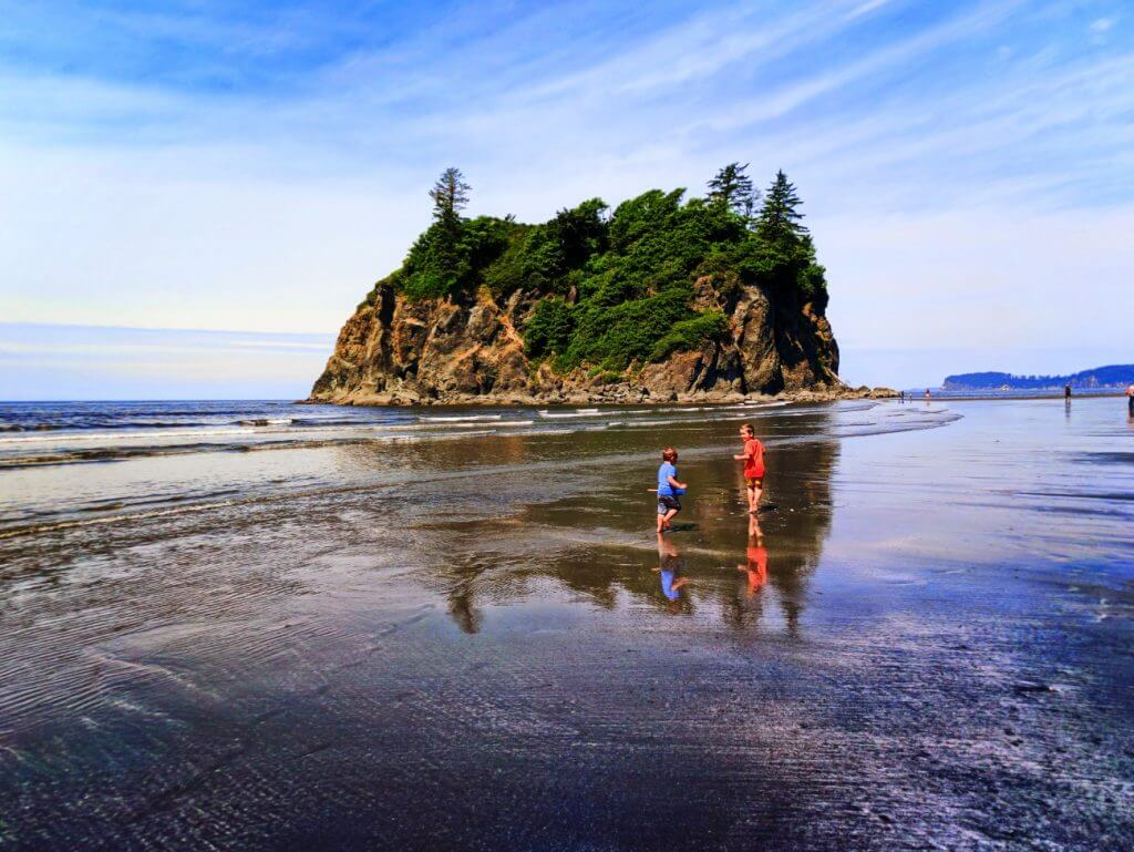 Photo of Ruby Beach in the Olympic National Park in Washington State, which is a top family weekend getaway from Seattle #olympicnationalpark #washingtonstate #explorewashington #pnw #pacificnorthwest #rubybeach
