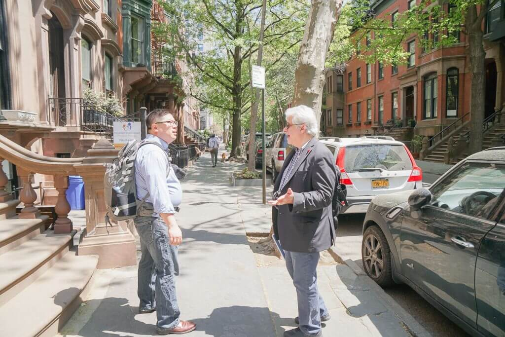 Photo of a Big Apple Greeter tour in Brookly Heights in NYC, which is a free thing to do in NYC #bigapplegreeter #nyc #newyorkcity #nyctour #tourofnyc