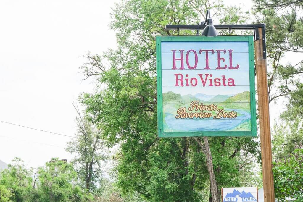 Photo of Hotel Rio Vista, a Winthrop WA lodging in town #winthrop #winthropwa #pnw #pacificnorthwest #hotelriovista