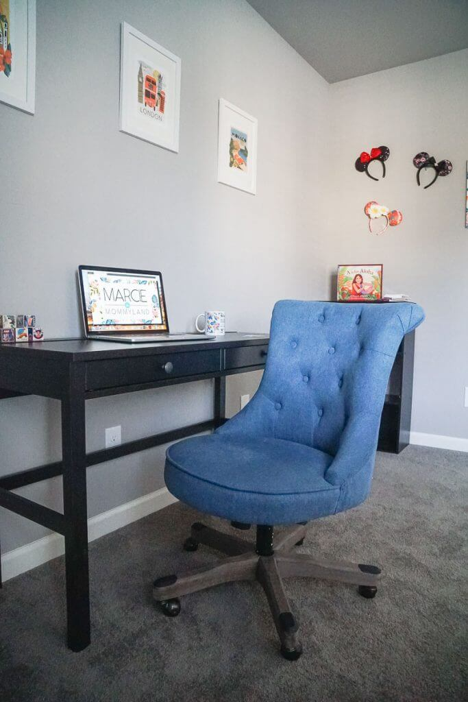 Photo of a cute office chair that is blue and upholstered and quite a chic office chair #officechair #officefurniture #homeoffice #blogoffice