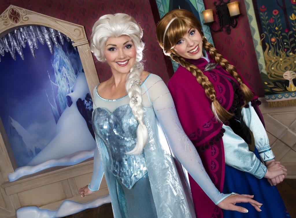 Photo of Anna and Elsa from Frozen at Walt Disney World #disney #waltdisneyworld #disneyfrozen #annaandelsa