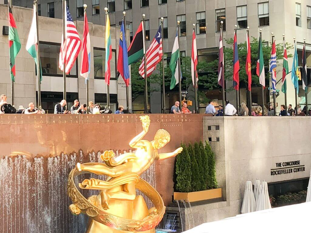 Photo of the fountain in front of Rockefeller Center, home to NBC Studios and Late Night with Seth Meyers #rockefellercenter #nyc #newyorkcity #30rock