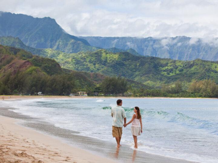 Photo of a couple in Hawaii, a top zika-free babymoon destination in the U.S. #zikafreebabymoon #babymoon #hawaii #travelwhilepregnant #pregnant #pregnancy