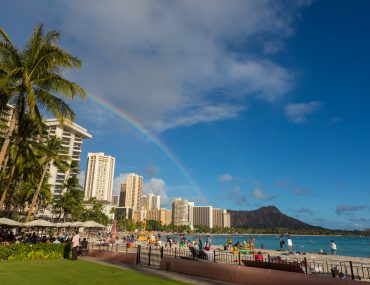 Photo of a rainbow over Waikiki Beach and Diamond Head on Oahu, a top family vacation destination. Read more in my family guide to Oahu, Hawaii Photo credit: Hawaii Tourism Authority (HTA) / Tor Johnson #oahu #diamondhead #waikiki #hawaii #familytravel
