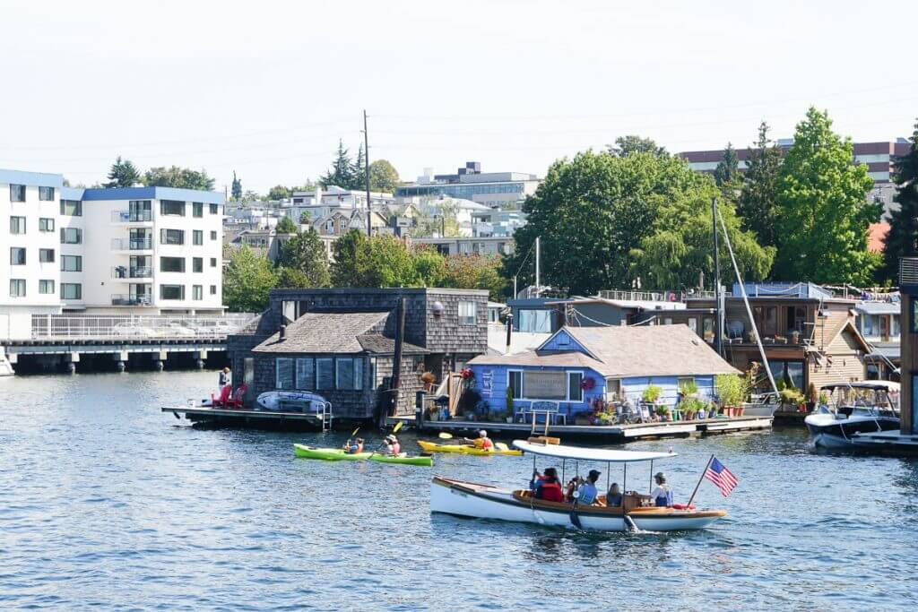 Photo of Seattle floating homes on Lake Union in Washington State. #floatinghome #houseboat #seattle #seattlewa #lakeunion #southlakeunion