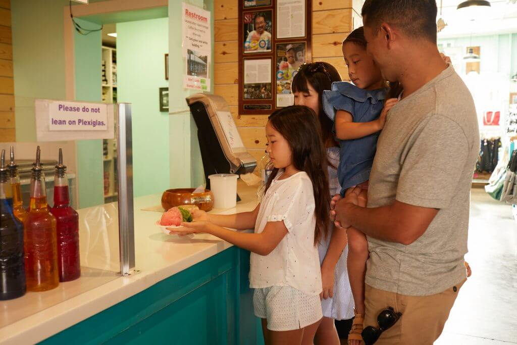 Photo of Matsumoto's Shave Ice in Haleiwa on the North Shore of Oahu, Hawaii. Read more in my Oahu family travel guide. #shaveice #matsumoto #oahu #northshore #gohawaii #visithawaii #hawaiianfood
