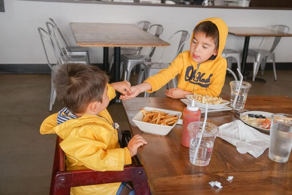 Photo of kids eating at Airways Brewing Bistro in Kent, Washington near Seattle #visitkentwa #airwaysbrewing #kidfriendlydining