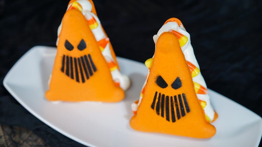 Photo of Spoke-y Cone Macaron available at Disneyland Halloween Time from Sept 7-Oct 31, 2018. #disney #disneyland #halloween #carsland #DisneySMMC