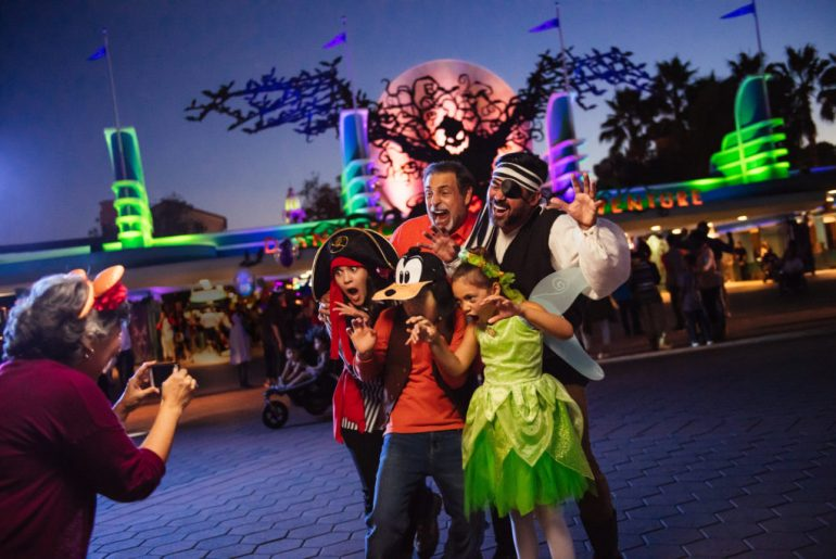 How to Save Money at Disneyland featured by top US Disney blogger, Marcie in Mommyland