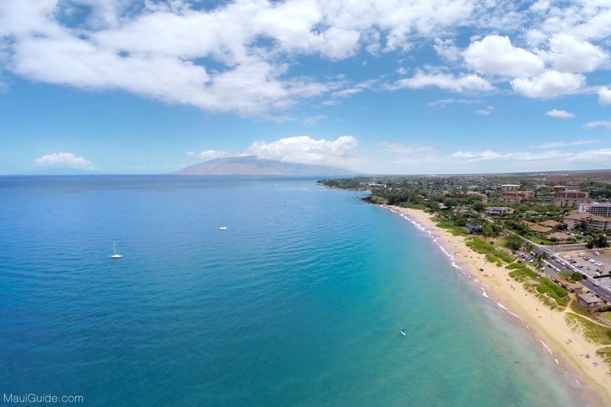 A Complete Travel Guide to Maui with Kids featured by top Hawaii travel blog, Hawaii Travel with Kids: Photo of Kihei, Maui, one of the top places to stay on Maui with kids #maui #kihei #hawaii #mauiwithkids #beach