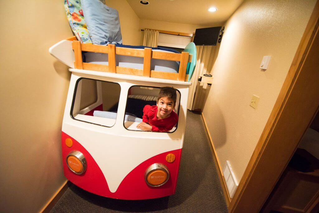 Photo of surf van bunk beds at the Inn at Cape Kiwanda on the Oregon Coast #innatcapekiwanda #bunkbeds #kidfriendlyhotel #familytravel #pnw