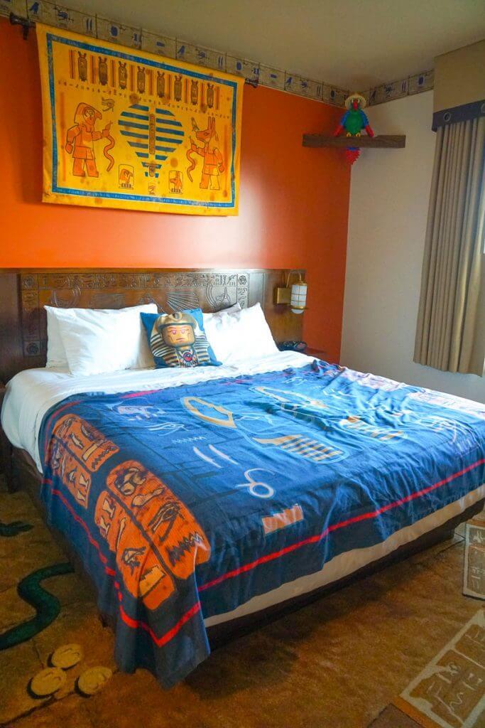Photo of the Adventure Theme Room at LEGOLAND Hotel in California #legoland #legolandhotel #adventureroom