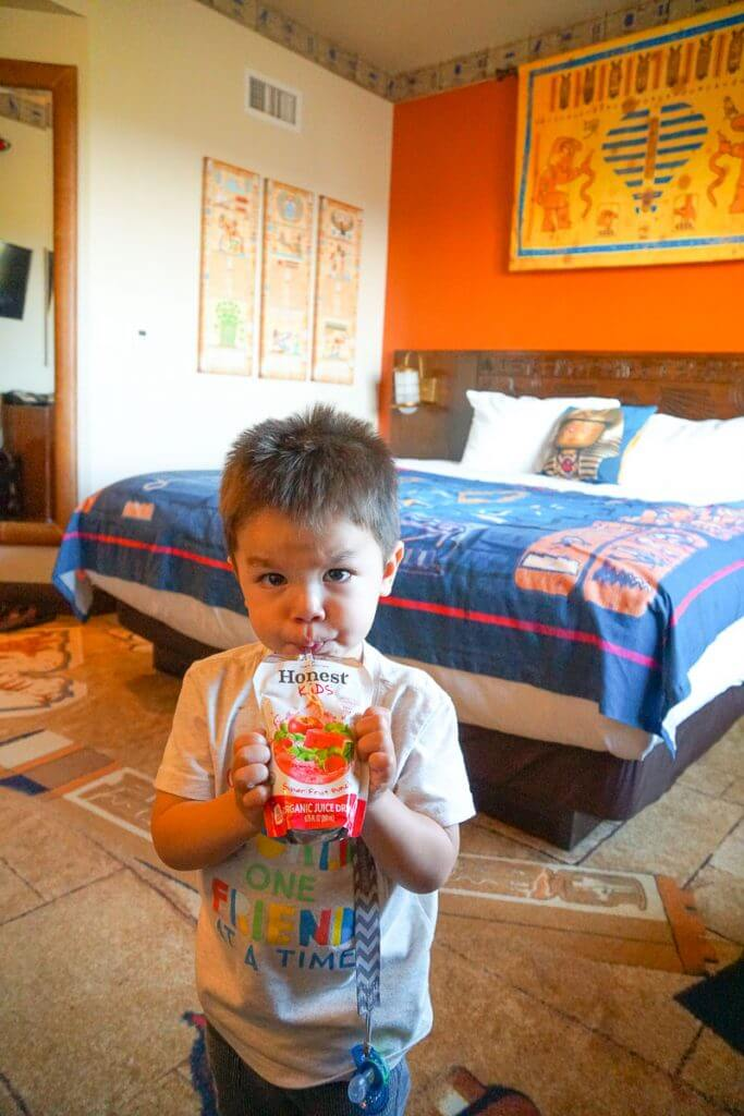 The LEGOLAND Hotel offers complimentary Honest Kids juice pouches in each room #legoland #legolandhotel #honestkids #toddler