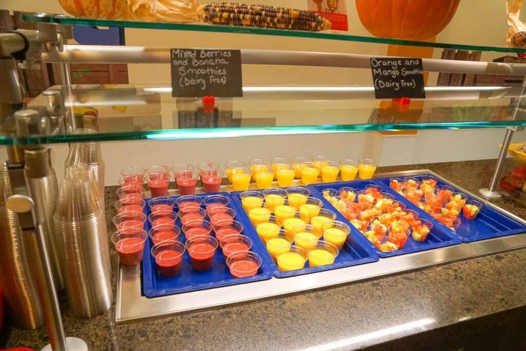 Photo of kid-size fruit smoothies at the LEGOLAND Hotel in California #smoothies #legoland #legolandhotel
