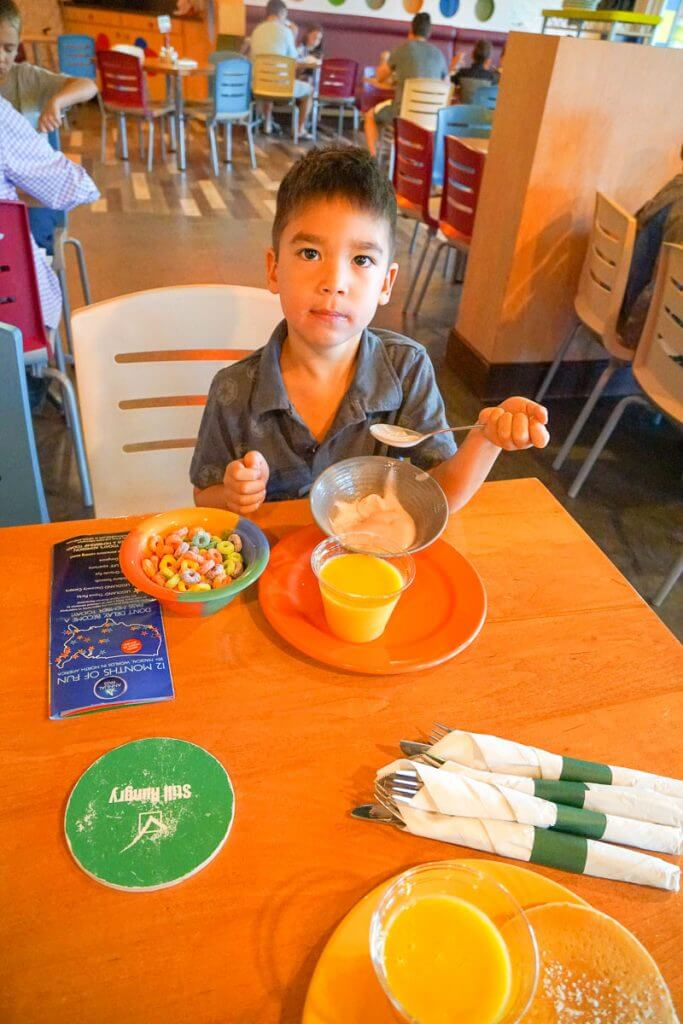 Photo of the breaskfast at the LEGOLAND Hotel in California #legolandhotel #familytravel