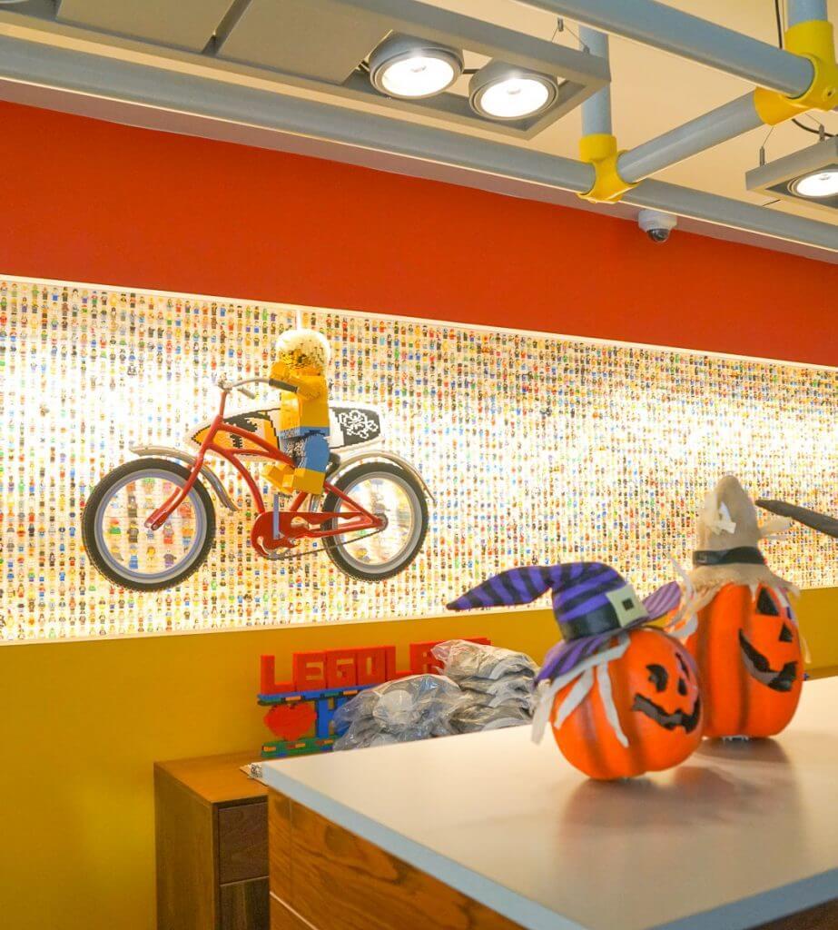 Photo of the lobby of the LEGOLAND Hotel in California, near San Diego #legolandhotel #legolandcalifornia #LEGO