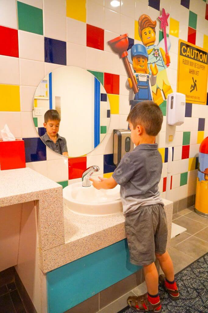 Photo of the bathroom at the LEGOLAND Hotel in California #legoland #legolandhotel #bathroom #LEGO