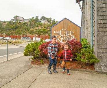 The Inn at Cape Kiwanda is a kid-friendly hotel on the Oregon Coast #pnw #oregoncoast #pacificcity #innatcapekiwanda