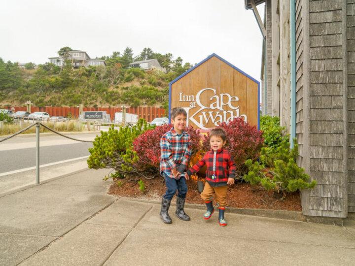 The Inn at Cape Kiwanda is a kid-friendly hotel on the Oregon Coast #pnw #oregoncoast #pacificcity #innatcapekiwanda