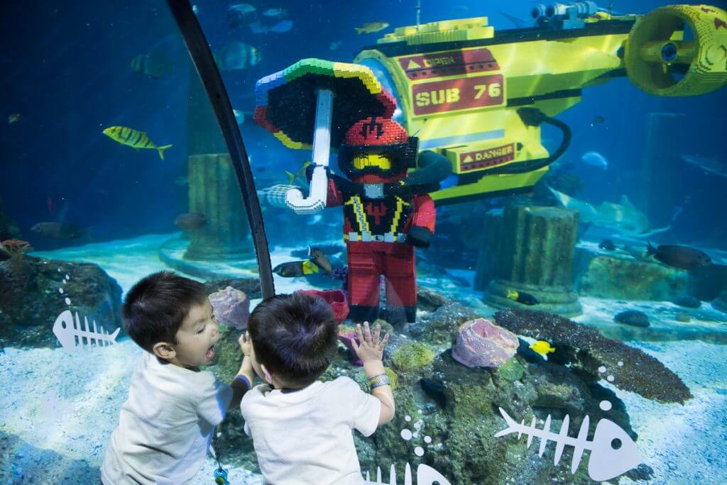 Photo of a toddler playing at LEGOLAND Aquarium, an awesome LEGOLAND attraction #legolandca #legolandaquarium #aquarium