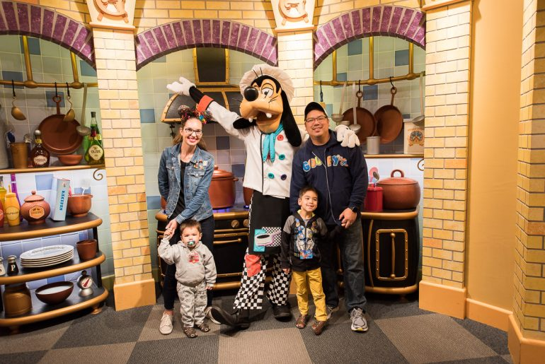 Photo of the Goofy's Kitchen Character Breakfast at the Disneyland Hotel in California #disneyland #goofyskitchen #disneycharacter #goofy #characterbreakfast