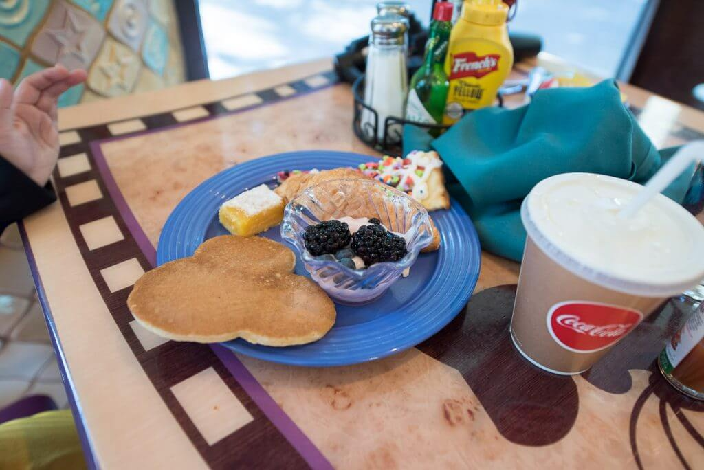 Photo of the food at Goofy's Kitchen character breakfast at the Disneyland Hotel #dlr #goofyskitchen #disneyland