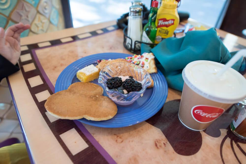 Goofy S Kitchen Character Breakfast Destinations Marcie