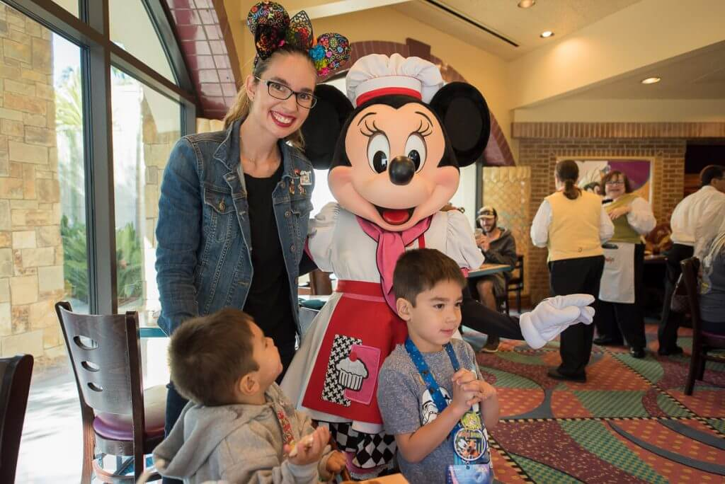 Photo of Minnie Mouse at Goofy's Kitchen character breakfast at Disneyland Resort #disneyland #minniemouse #goofyskitchen