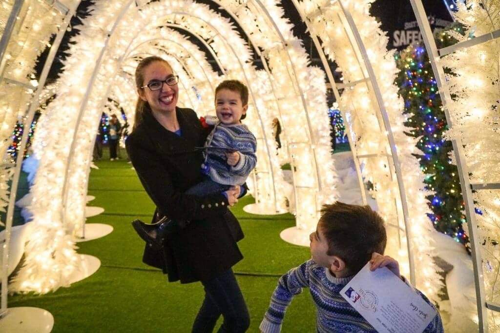 Photo of the world's biggest light maze at Enchant Christmas in Seattle, WA #enchantseattle #enchantchristmas #lightmaze #holidaylights #christmaslights
