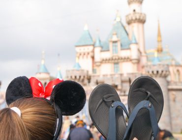 Wiivv custom sandals are the best shoes for Disneyland #disneyland #wiivv #customsandals #flipflops   Wiivv Custom Sandals: the Best Shoes for Walking Around Disneyland featured by top Disney blogger, Marcie in Mommyland