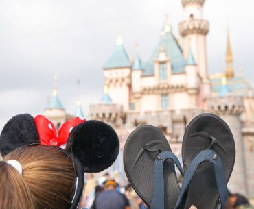 Wiivv custom sandals are the best shoes for Disneyland #disneyland #wiivv #customsandals #flipflops | Wiivv Custom Sandals: the Best Shoes for Walking Around Disneyland featured by top Disney blogger, Marcie in Mommyland