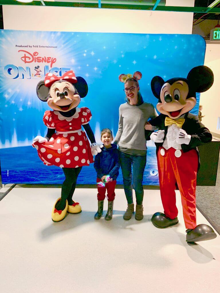 Photo op at Disney on Ice: Dare to Dream in Kent, WA #Disneyonice #daretodream