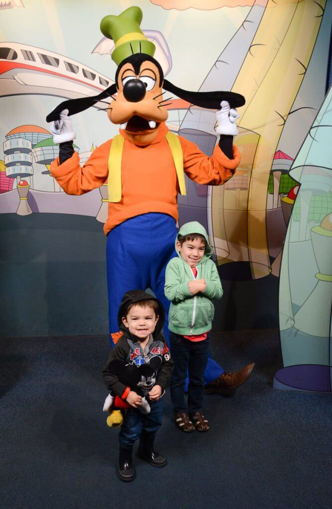 If you're heading to Epcot with kids, make sure to grab a FastPass for the Epcot Character Spot where you can meet Mickey, Minnie and Goofy! #waltdisneyworld #disneyworld #goofy #epcot