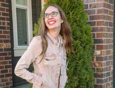 Stitch Fix Unboxing for March 2019 | Stitch Fix Unboxing and Try On featured by top US life and style blogger, Marcie in Mommyland: image of a woman wearing a Liverpool denim jacket