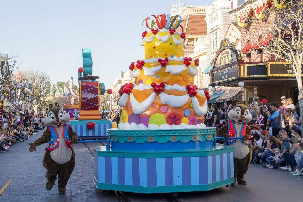 You might want 5 days at Disneyland if you plan on seeing all the shows and parades, including Mickey's Soundsational Parade at Disneyland Park.