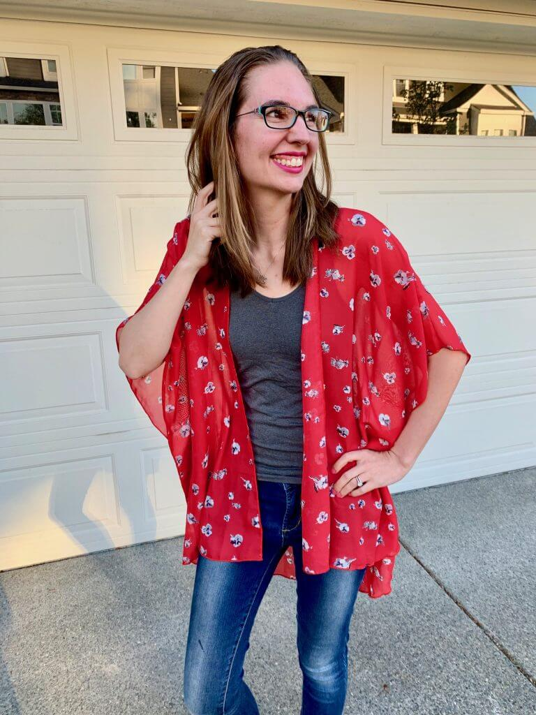 Kimonos are all the rage for Spring 2019 fashion for moms, so I was stoked to get this in my May Stitch Fix subscrption box.