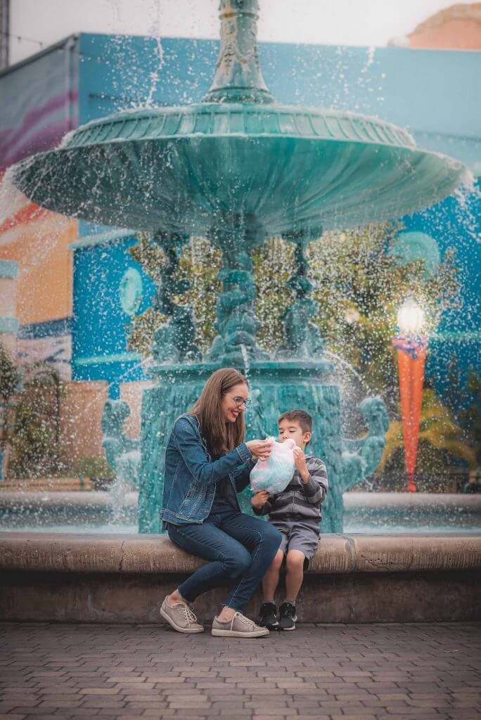 One of the best Knott's Berry Farm photography spots is in front of the fountain.