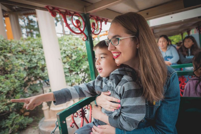 Kids Activities at Knott's Berry Farm CA: The Best Rides & Other Fun Things to Do | 9 Best Spots for Knott's Berry Farm Pictures featured by top US travel blogger, Marcie in Mommyland