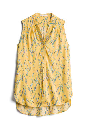 For 2019 summer fashion, this yellow blouse is on trend and was part of my July 2019 Stitch Fix unvboxing