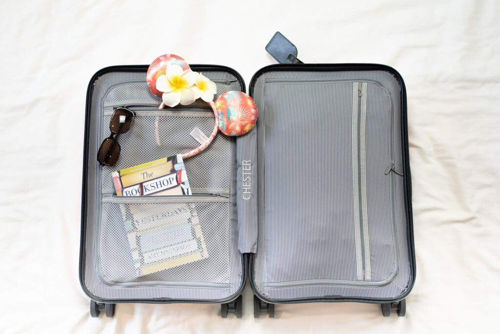 Stay organized with the zippered compartments in the Chester MINIMA carry on suitcase