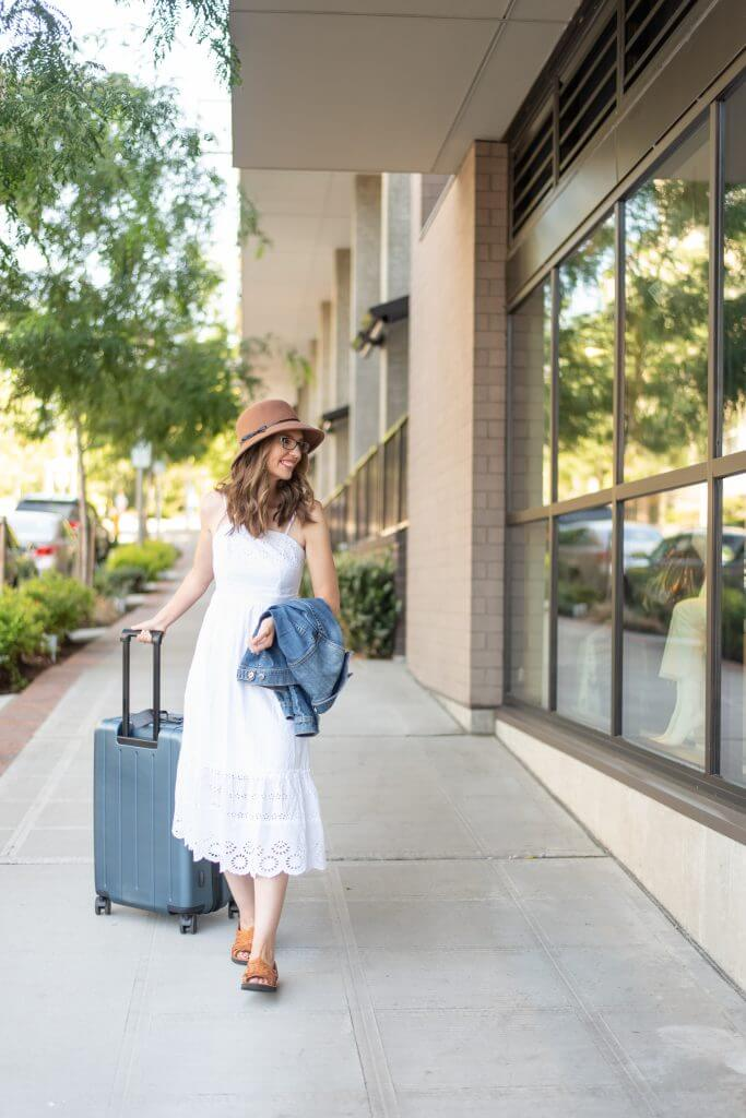 The Chester REGULA is a hard shell checked luggage that is durable and lightweight.